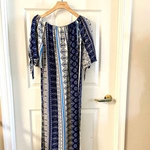 NWOT Off the Shoulder Maxi Dress Size Medium